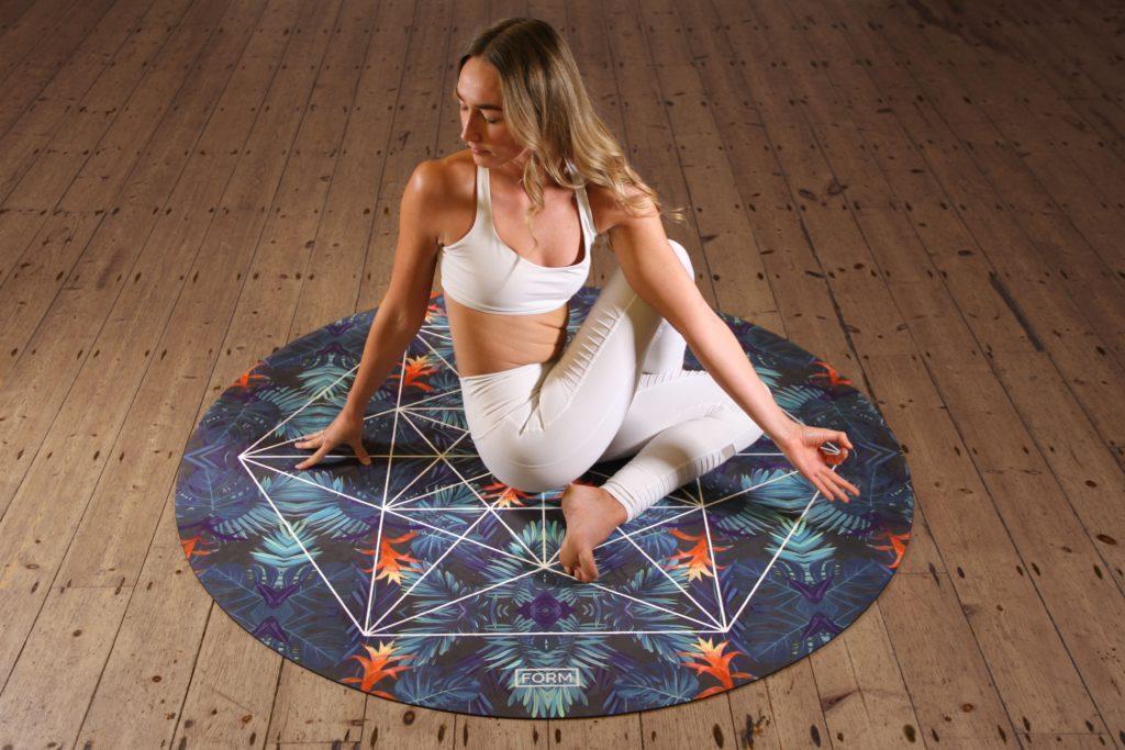 Yoga ist eine der aktiveren Event-Ideen für den Muttertag.
