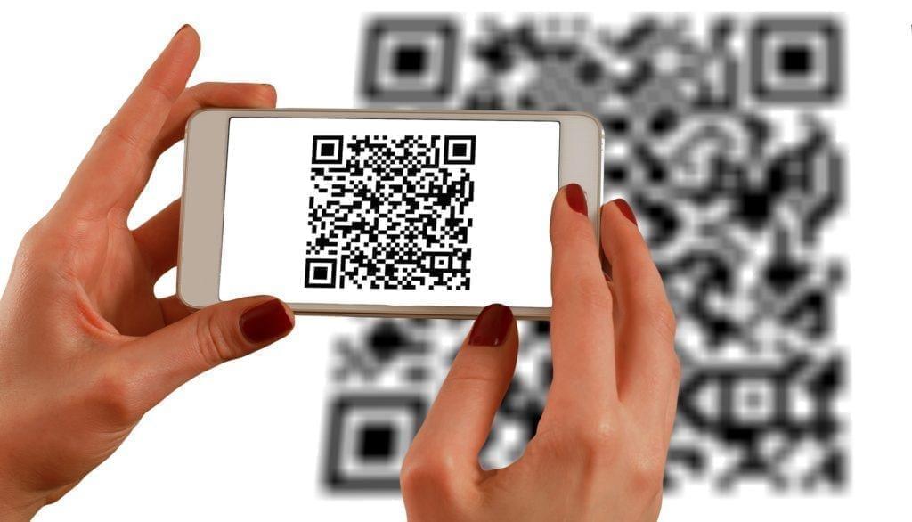 Kreative Ideen für Messestände: Nutze QR-Code für Offline-Social-Media-Interaktionen.