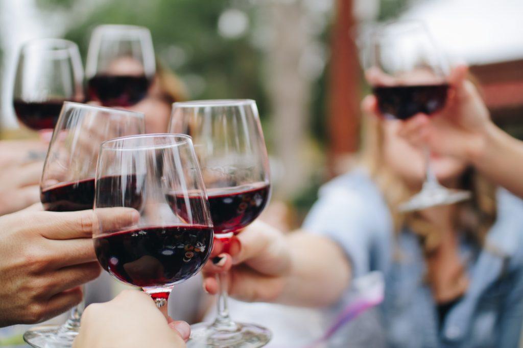 Ein Event zur Weinverkostung: Verwende die 5 Punkte, wenn ein Wein probiert wird