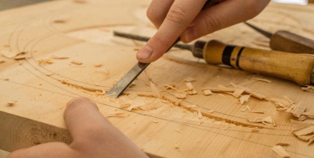 Bastelworkshops ermöglichen es den Familien, gemeinsam kreativ zu sein.